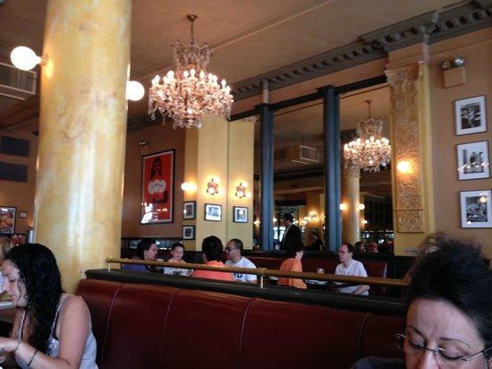 Cafe Un Deux Trois : back side