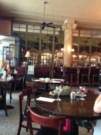 Cafe Un Deux Trois : Front side