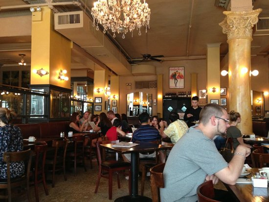 Cafe Un Deux Trois : Left side