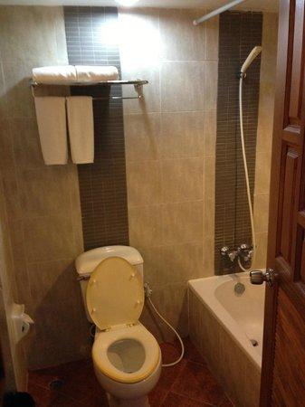 Sandy Spring Hotel: Bathroom