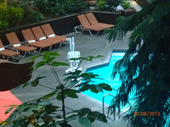 Seattle Airport Marriott: Pool with disabled lift