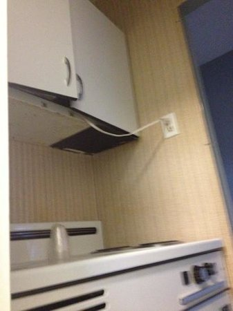 Budget Host East End Hotel: cord from microwave