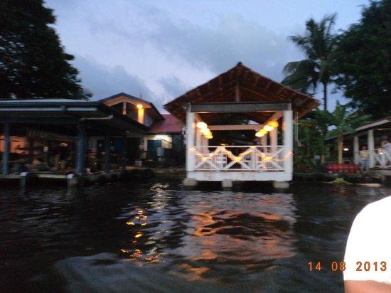 Budda Cafe: Vista desde el rio