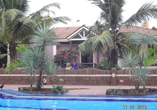 Hotel Goan Heritage: The pool area looking from the Suite rooms