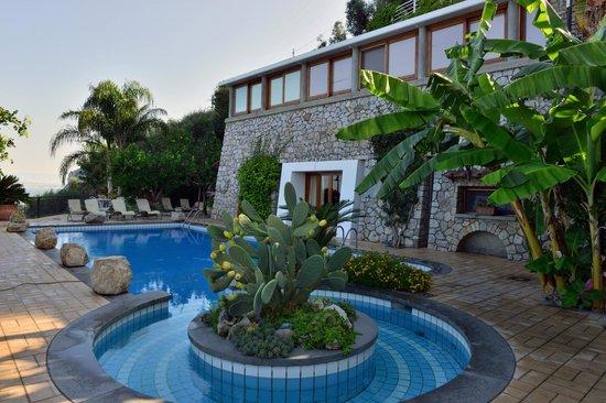Villa Ketty Resort: La piscina