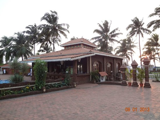 Hotel Goan Heritage: The Pool Area Bar & Restaurant