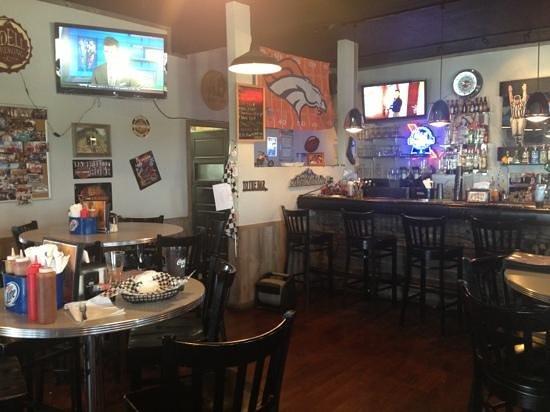 Obie's Filling Station: The restaurant side if Obie's