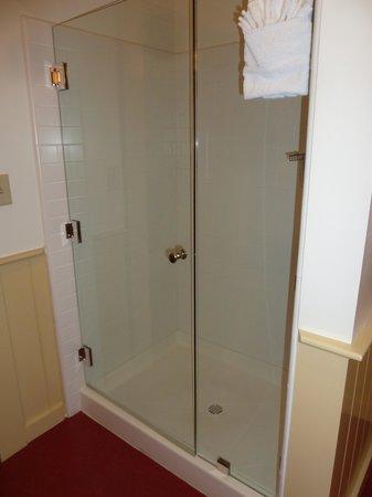 Cosmopolitan Hotel: shower