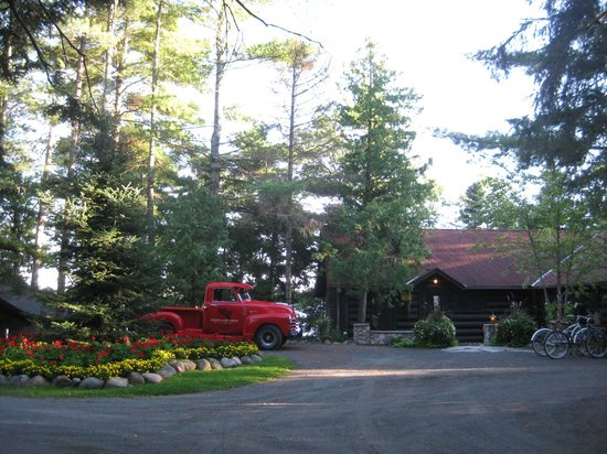 Spider Lake Lodge Bed & Breakfast Inn: The welcoming entrance