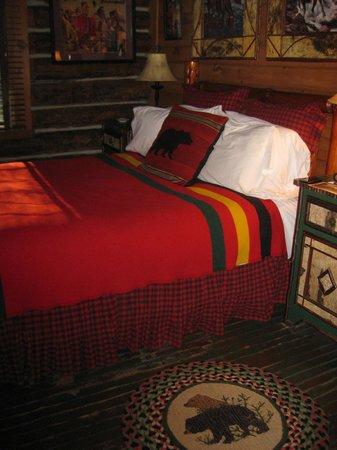 Spider Lake Lodge Bed & Breakfast Inn: Bear's Den room