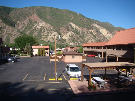 Glenwood Springs Cedar Lodge: View from our 2nd level room.