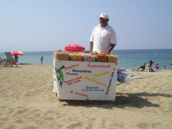 Playa de los Muertos: beach vender