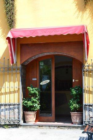 Fittacamere Villa Flora: Villa Flora entrance
