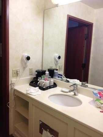 Carpinteria, Kaliforniya: why do they put the coffee machine in the bathroom?