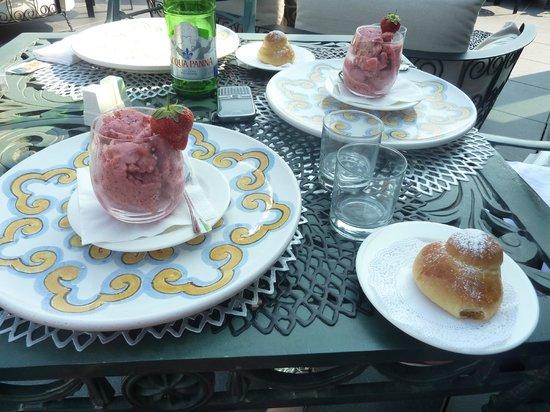 UNA Hotel Palace: Strawberry Granita