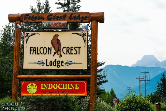Falcon Crest Lodge: Falcon Crest Welcome Sign