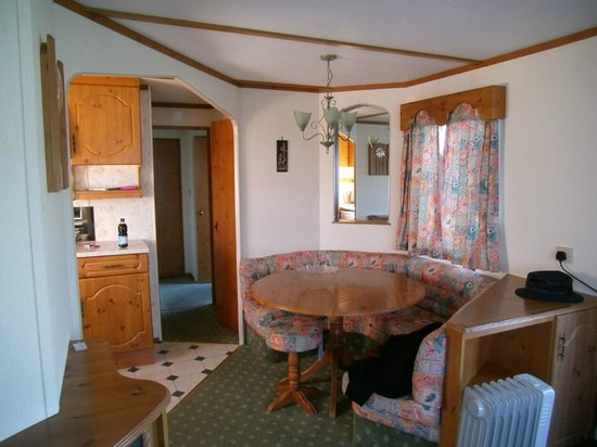 Tobermory Campsite: Kitchen/ dining area