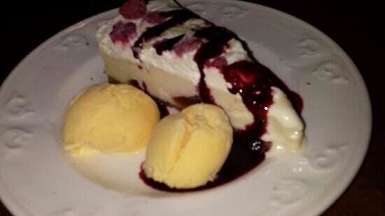 Angus Hotel: White chocolate and raspberry brulee cheesecake