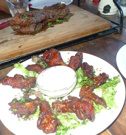 Samba Grill Cafe: Lomito & Chicken wings