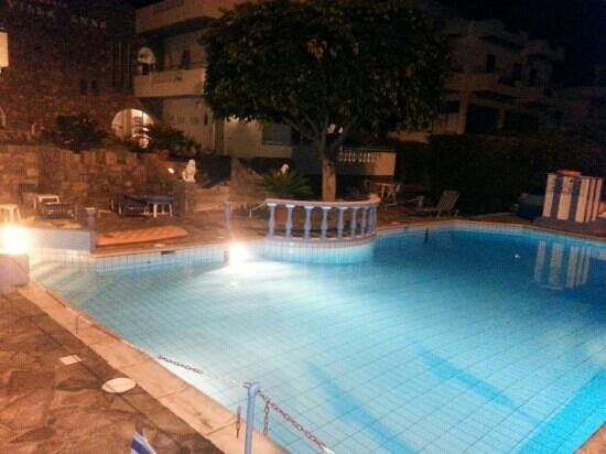 Hotel Villa Anna : pool by nght
