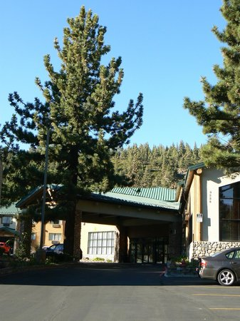 Best Western Plus High Sierra Hotel: Entrée de l'hotel