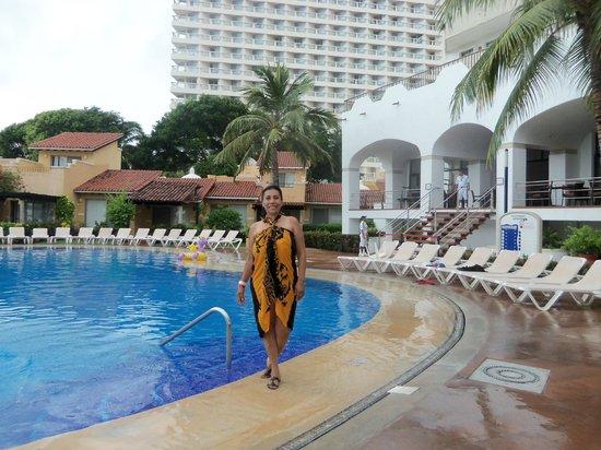 Tesoro Ixtapa: pool area.