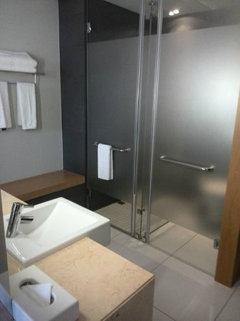 AHA Gateway Hotel: Bathroom