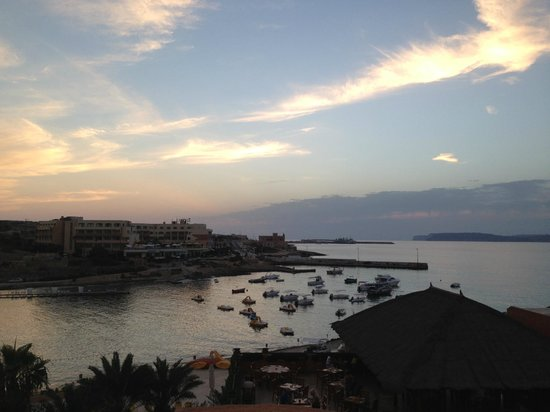 Ramla Bay Resort: Ausblick auf Meer und Bucht bei Dämmerung - fantastisch !