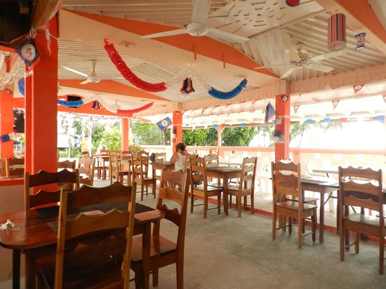 Tropical Paradise Restaurant: Big Covered Area With Lots Of Fans