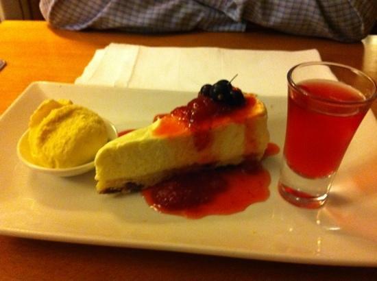 Stallingborough Grange Hotel: english cream tea cheesecake with a shot!