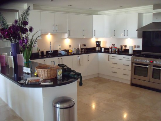 A beautiful kitchen picture of ocean blue cornwall st for Beautiful kitchens
