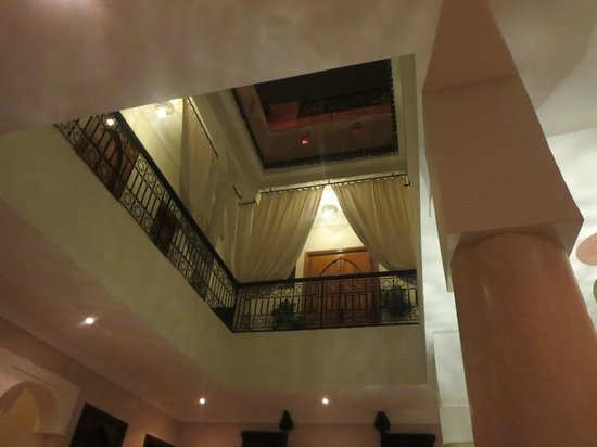 رياض البادية: The lobby