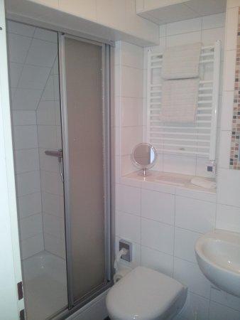 Hotel Haus Hindenburg: Bathroom