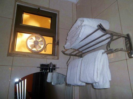Al Qidra Hotel: the bathroom 108