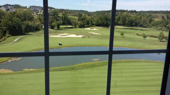 Holiday Inn & Suites Front Royal Blue Ridge Shadows: Golf course behind my room