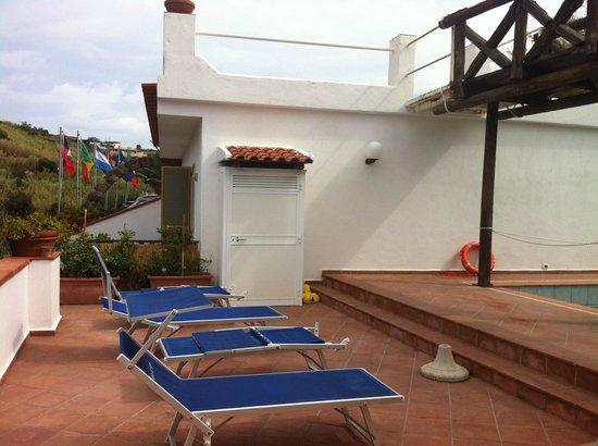 Hotel Punto Azzurro: camere sulla piscina