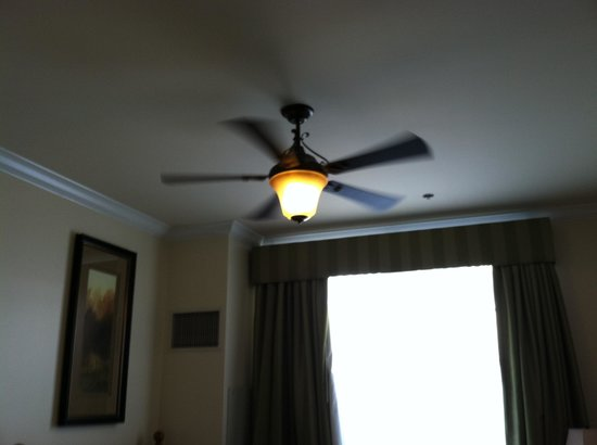 Boone Tavern Hotel: celings are high enough for a ceiling fan