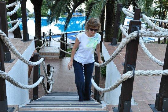 Hunguest Hotel Sun Resort : Так оформлены все дорожки, соединяющие корпуса отельного комплекса