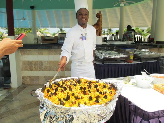 Grand Bahia Principe Jamaica: Paella Man