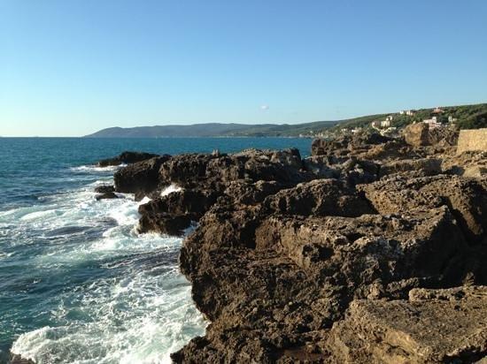 Hotel Leopoldo: 5 minutes walking from hotel to stone coast!