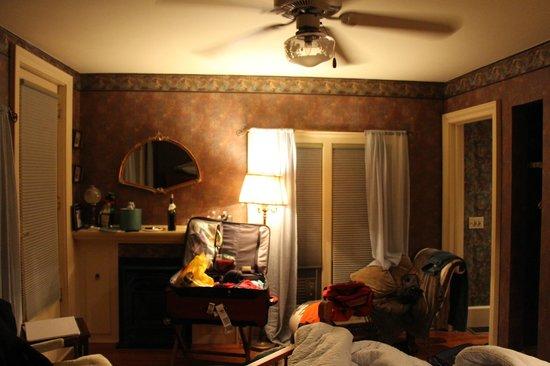 Silver Strand at Sheldrake : room