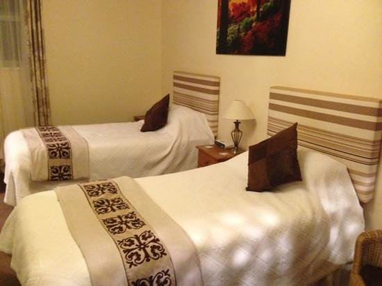 Sandhole Farm: much improved twin room (number 2)