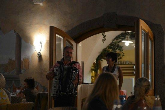 Hotel Mandelhof: Dinner Entertainment
