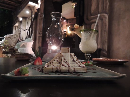 Xulam The Mayan Fisher: Very nice chocolade pyramid desert!