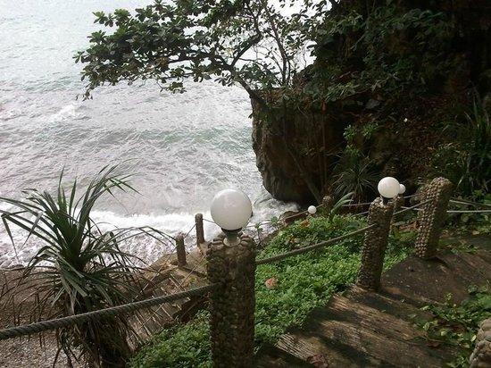 Top Resort: way down to beach