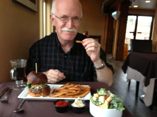 Syndicate Restaurant and Brewery: My husband with the best hamburger in the world!
