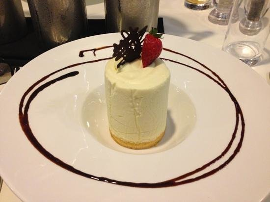 Rendezvous Hotel Perth Central: cheesecake, YUM!!