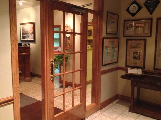 Courtright's Restaurant: Foyer