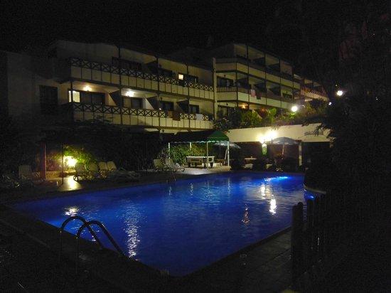 Hacienda Del Sol: Pool at night