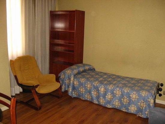 Apartamentos Juan Bravo: Sala de estar con cama supletoria